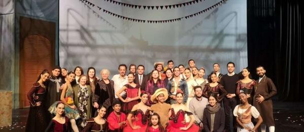 Consulado General de Colombia en Shanghái, asistió a la presentación El Quijote de la compañía colombiana de Ballet de la ciudad de Cali, Incolballet en el Gran Teatro Poly de Shanghái